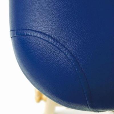 Η δερματίνη έχει μοντέρνο χρώμα και είναι υψηλής ποιότητας