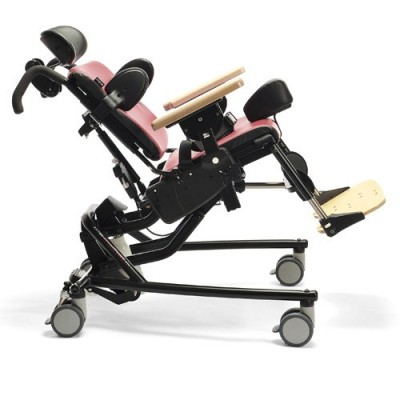 Το κάθισμα δρατηριοτήτων έχει τη δυνατότητα μεγάλης κλίσης προς τα πίσω (backward tilt)