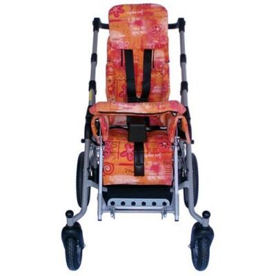 Η διαμόρφωση του καθίσματος σε συνδυασμό με τη ζώνη 4 σημείων, τα πλαϊνά στηρίγματα και τον απαγωγέα προσφέρουν σωστή στήριξη