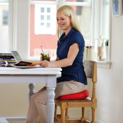 Το κάθισμα Sissel Sitfit Plus βοηθά στην ενεργοποίηση των μυών του κορμού κατά την καθιστή θέση
