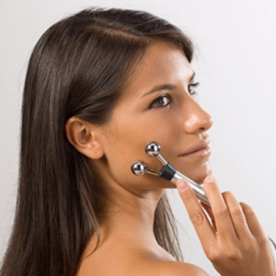 Η συσκευή ηλεκτροδιέγερσης Globus Activa 700 διαθέτει προγράμματα θεραπείας προσώπου και αναγέννησης κολλαγονου.