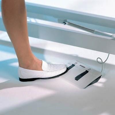Η ρύθμιση του ύψους γίνεται με ηλεκτρικό μηχανισμό με ποδοδιακόπτη