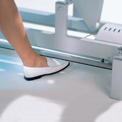 Η ρύθμιση του ύψους μπορεί κατ΄επιλογή να γίνεται ηλεκτρικά με περιφερειακό διακόπτη από όλες τις πλευρές του κρεβατιού